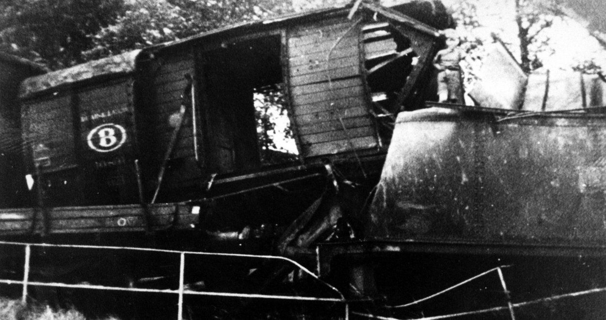 A l'approche de l'arrivée des troupes alliées, les actes de sabotage se multiplient. Ici, une voie ferrée sabotée en 1944 (Photo CEGESOMA, Drois réservés)