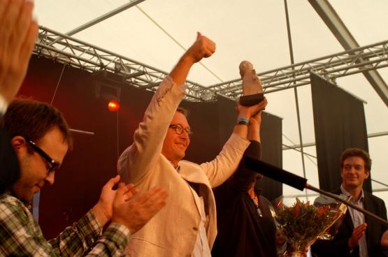 Éric Jonckheere, membre de la famille qui a remporté le Prix Solidaire, à ManiFiesta : « Notre but est d'apporter notre contribution à la fin de l'amiante, que les gens des pays en voie de développement ne connaissent pas les mêmes problèmes que nous. » (Photo Solidaire, Vinciane Convens)