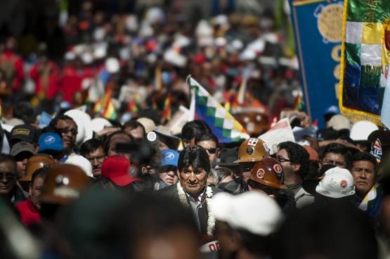 Le président bolivien (ici, lors de la commémoration du 1er mai de cette année) a reçu du peuple bolivien un nouveau mandat afin de poursuivre sa politique progressiste. (Photo Eneas De Troya / Flickr)