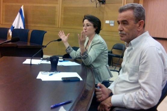 Hanin Zoabi et Jamal Zahalka, du parti Balad, nous reçoivent à la Knesset. La première est suspendue du Parlement pendant six mois pour y avoir exprimé... ses opinions politiques. (Photo Solidaire, Marco Van Hees)