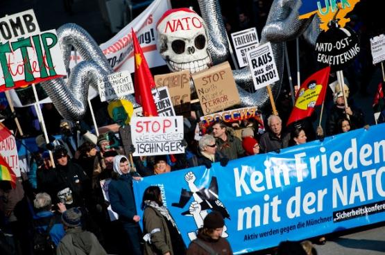 Des milliers d'Allemands ont manifesté contre la conférence de sécurité à Munich, contre la confrontation avec la Russie et contre la livraison d'armes au gouvernement de Kiev. (Photo Sven Hoppe/dpa-Bildfunk)