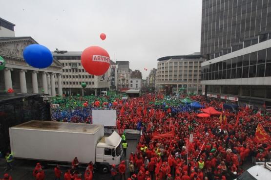 19 mars 2015, Place de la Monnaie à Bruxelles (10.000 personnes) (Photo Solidaire, Dieter Boone)