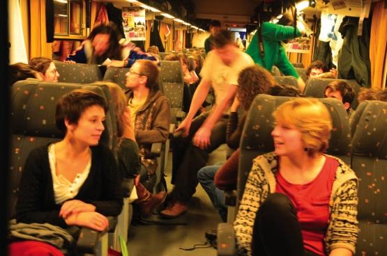 «Passer deux fois 20 heures dans un train avec autant de monde, c'était tout simplement magnifique», explique Bram Sercu, du Climate Express. La richesse des échanges est quelque chose que l'organisation veut réitérer lors de la mobilisation pour Paris. (Photo Solidaire, Romain Louette)