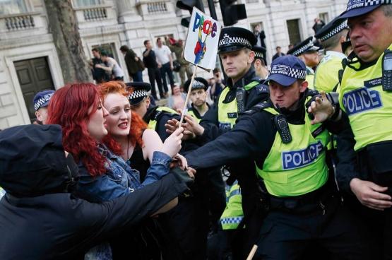 Durant les jours qui ont suivi l'élection, plusieurs manifestations ont eu lieu: «75% des électeurs n'avaient pas voté pour les conservateurs», scandaient des manifestants. (Photo Reuters)