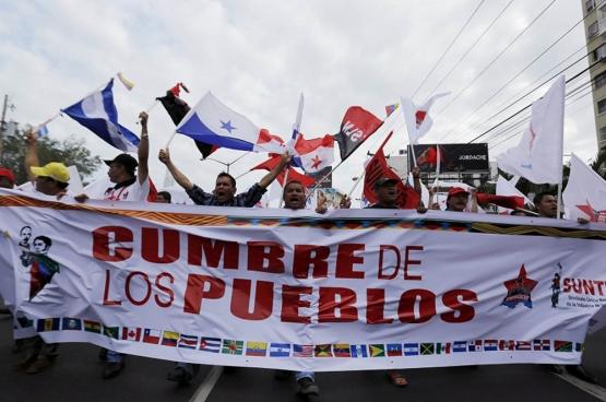 En avril dernier, près de 2000 représentants de mouvements sociaux des pays du Sud ont participé au Sommet des Peuples à Panama, en marge du Sommet des Amériques. (Photo Reuters)
