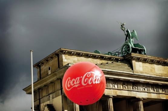 Des supermarchés aux banques, un pays entier a été vendu pour une bouchée de pain. (Photo tirée du film «Goodbye Lenin»)