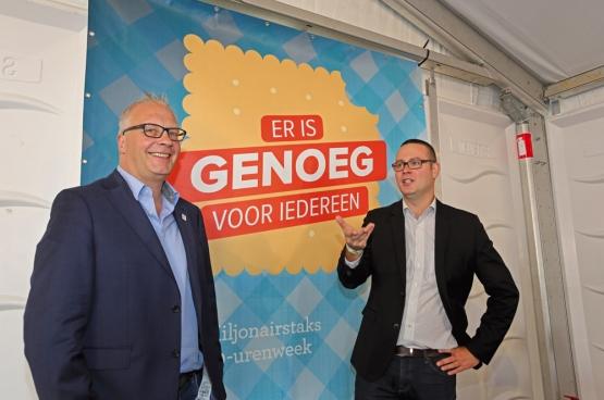 Le président du PTB, Peter Mertens, et le porte-parole et député fédéral Raoul Hedebouw ont lancé une nouvelle campagne à ManiFiesta. (Photo Solidaire, Salim Hellalet)