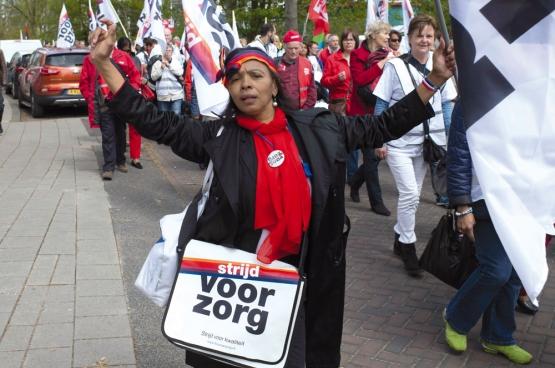 Des milliers de Néerlandais sont descendus dans les rues d'Amsterdam pour la «lutte pour les soins». (Photo Arjo Stokman)