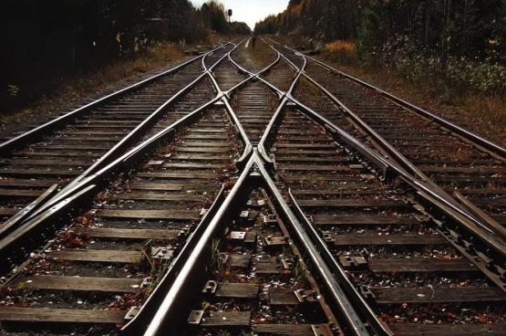 Loin d'être une voie à sens unique, la trajectoire que le gouvernement fait suivre à la SNCB peut être totalement modifiée. Le rail belge est aujourd'hui à un croisement de voies.