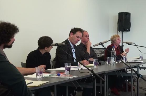 Joseph Young (troisième en partant de la droite) participait au débat sur la solidarité culturelle européenne à ManiFiesta.