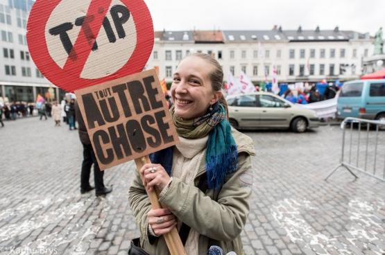 Du 12 au 17 octobre, des rassemblements se sont tenus dans la plupart des grandes villes européennes. Comme ici, à Bruxelles. (Photo Solidaire, Karina Brys)