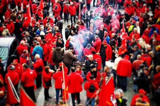 L'opposition des travailleurs au gouvernement Michel et ses mesures antisociales est profonde et ne faiblit pas. (Photo Solidaire, Maxime Liradelfo)