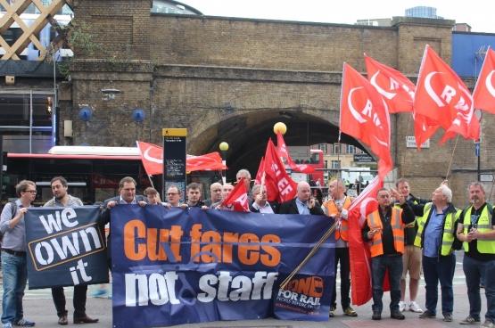 Le mouvement Action For Rail rassemble des cheminots et des usagers qui se battent pour la renationalisation du rail britannique. (Photo Action For Rail)