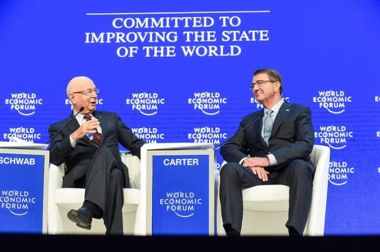 «Engagés dans l'amélioration de la situation mondiale», disent-ils. Le monde se résumerait-il au 1% des plus riches? Ici, une rencontre à Davos avec le secrétaire à la Défense des États-Unis. Ash Carter.  (Photo Clydell Kinchen/Flickr)