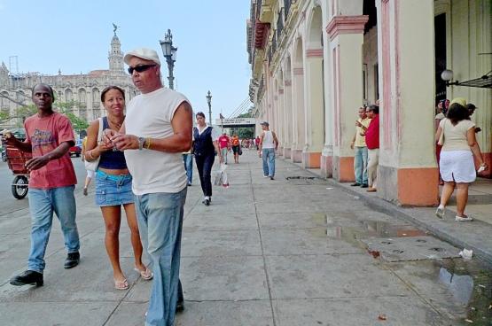 Cuba compte 115 «Grupos Mapa Verde». Il s'agit de groupes de personnes (issues du comité de quartier, de l'école locale...) qui établissent une cartographie verte de leur quartier et la montrent aux autorités locales pour les aider à améliorer leur quartier. (Photo Solidaire, han Soete)