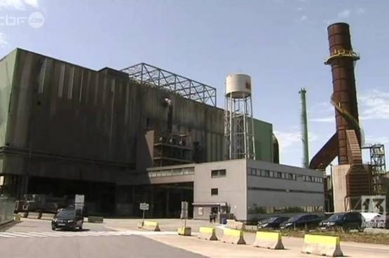 L'aciérie électrique ESB de Seraing est une entreprise de 100 travailleurs. En 2014, le propriétaire du site annonce la fermeture. Un plan social est négocié avec les travailleurs et doit prendre effet en janvier 2015. Personne ne croit plus à une reprise.