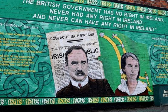 Le marxiste James Connolly et sa fille Nora, qui reprendra le flambeau à la mort de son père, sur cette fresque à la gloire de l'indépendance de l'Irlande.