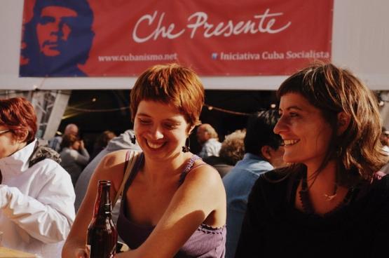 La plus grande fête de solidarité avec Cuba de Belgique, Che Presente, fait partie du programme de ManiFiesta. Au menu : débats et conférences mais aussi expo, danse et concerts. (Photo Solidaire, Greetje Franssen).