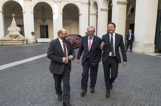 Le Premier ministre Matteo Renzi (à droite) avec le président de la Commission européenne Jean-Claude Juncker et le président du Parlement européen, Martin Schulz. Les élections italiennes ont montré la défiance du peuple envers l'establishment. (Photo Flickr/Palazzo Chigi)