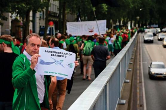 Le 10 juin, 2000 travailleurs des soins de santé ont manifesté à Bruxelles. (Photo Solidaire, Vinciane Convens)