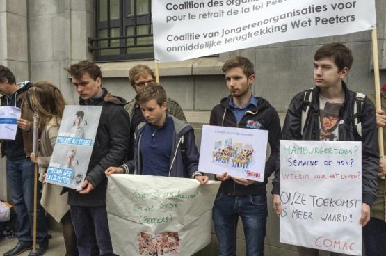En mai dernier s'est formée la Coalition des jeunes pour le retrait de la Loi Peeters. «Nous ne voulons pas être la génération burn-out», disaient-ils. Mais, pour cela, il faudra une vraie politique d'emplois de qualité. (Photo Solidaire, han Soete)
