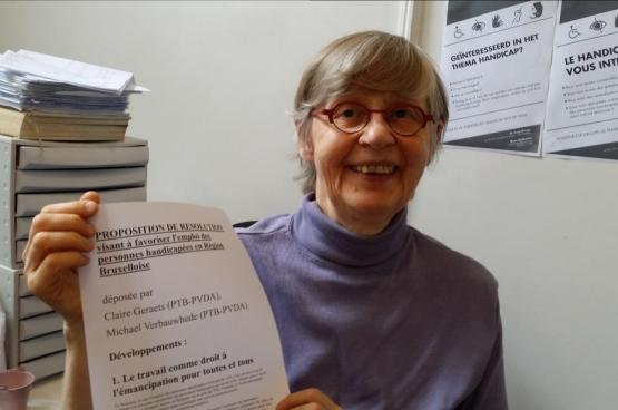Claire Geraets, députée Bruxelloise du PTB et médecin à Médecine pour le Peuple, a déposé une proposition au Parlement bruxellois pour mettre en place des propositions concrètes afin de favoriser l'emploi des personnes handicapées. (Photo Solidaire)