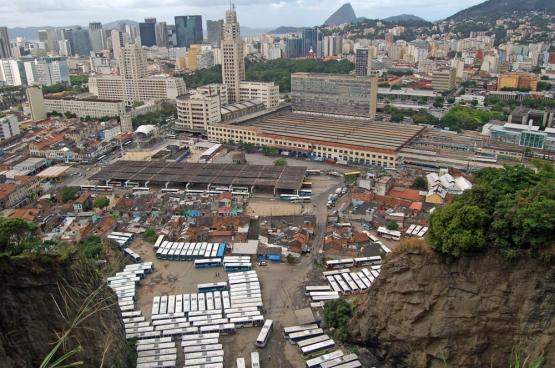 Providencia, où se trouve la plus ancienne favela du Brésil, se trouve juse à côté de la gare Central Do Brasil, au milieu de la ville. (Photo Raf Custers)