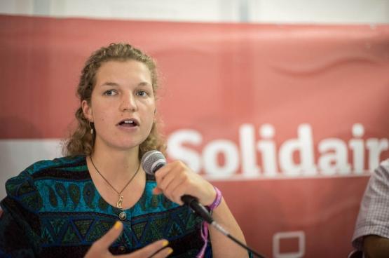 La chercheuse britannique Madeleine Ellis-Petersen à ManiFiesta. (Photo Solidaire, Karina Brys)