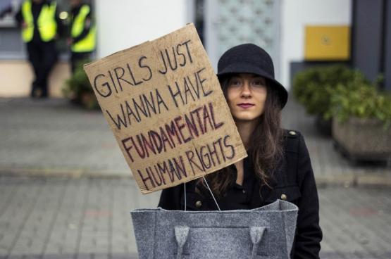 Le 3 octobre dernier, des milliers de femmes ont manifesté en Pologne pour maintenir le droit à l'IVG. (Photo Iga Lubczańska / Flickr)