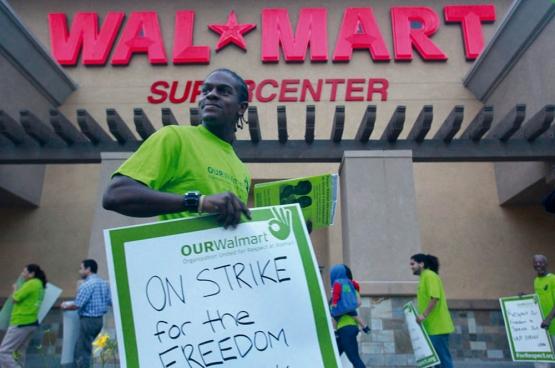 En 2012, les travailleurs californiens de Walmart faisaient grève pour protester contre la répression qui frappe les employés qui se mobilisent pour leurs droits. (Photo Aurelio Jose Barrera, UFCW International Union / Flickr)