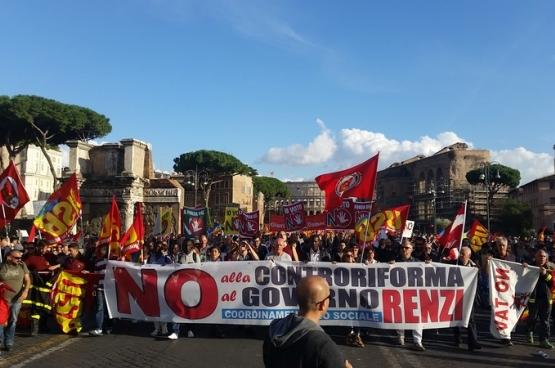 Le 22 octobre, dans toute l'Italie, des mobilisations ont eu lieu contre Renzi et sa réforme de la Constitution. Les syndicats ont été très actifs dans cette mobilisation. (Photo USB.it)