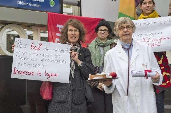 Le 6 décembre, le PTB Bruxelles a mené une action symbolique pour demander un minimum de 50 % de places publiques dans les maisons de repos. (Photo Solidaire)