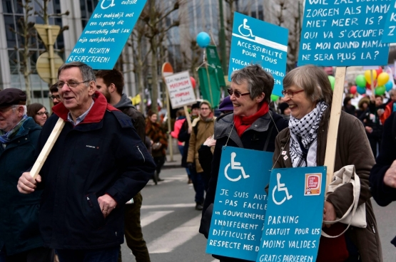 Confrontée à l'autisme d'un de ses petits-fils, Maria McGavigan (au milieu) s'est notamment engagée dans la lutte pour offrir un avenir aux gens qui sont écartés de la société. (Photo famille)