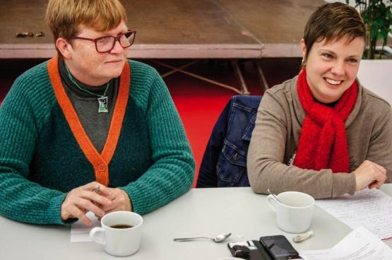 Myriam Steenhuyzen (à gauche) et Carla Willaert (à droite). (Photo Solidaire, Bruno Bauwens)