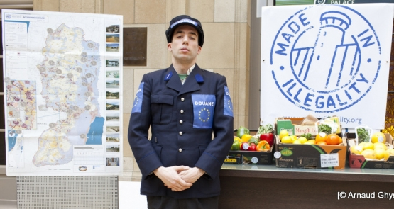 Plusieurs organisations ont lancé l'initiative « Made in illegality » en 2014. Depuis, elles ne cessent de demander l'arrêt des importations des produits des colonies en Belgique. (Photo Arnaud Ghys/CNCD-11.11.11)