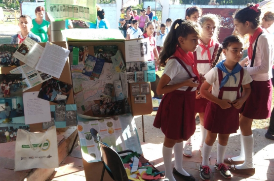 À Cuba, des groupes de personnes, dont les écoliers, répertorient eux-mêmes les endroits de leur quartier pour en exploiter la valeur écologique. (Photo ICS)