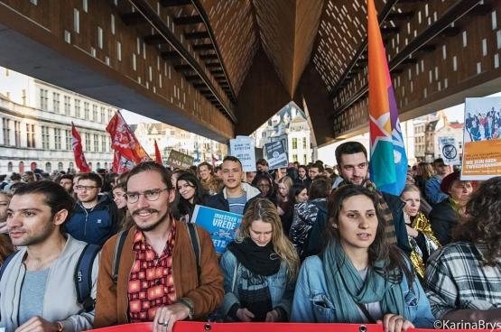 Plus de 400 étudiants et de citoyens gantois ont marché dans les rues pour apporter un message de solidarité face au discours que prononçait Francken quelques kilomètres plus loin. La campagne de haine lancée par les défenseurs de Francken a commencé à ce moment-là... (Photo Solidaire, Karina Brys)