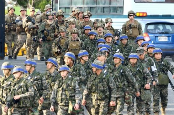 Des soldats étasuniens et sud-coréens réalisent des exercices ensemble à la frontière avec la Corée du Nord. (Photo EPA/YNA)