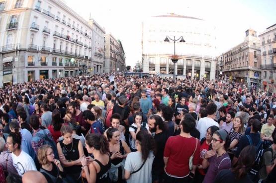 Le 20 septembre, des milliers de gens se sont rassemblés pour protester contre la répression exercée par le gouvernement espagnol. (Photo Íñigo Errejón / Twitter)