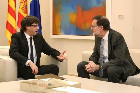 Carles Puigdemont (à gauche) et Mariano Rajoy (à droite). (Photo Generalitat de Catalunya)