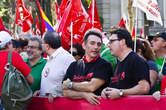 Joan Josep Nuet, le troisième secrétaire du bureau du Parlement catalan, à droite. (Photo Izquierda Unida)