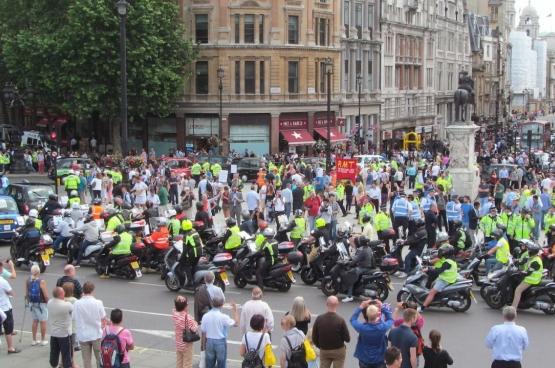 Les mobilisations anti-Uber ne datent pas d'aujourd'hui. Ici, une manifestation des taxis londoniens contre Uber le 11 juin 2014. (Photo Flickr/David Holt)