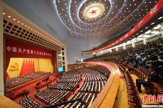 En octobre dernier, près de 2300 délégués se sont réunis pour le 19è Congrès du Parti communiste chinois à Pékin. Un Congrès couvert par 500 journalistes venus des quatre coins du monde. (Photo Chinanews.com)