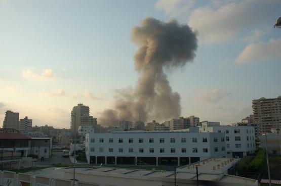 Une attaque aérienne de l'armée israélienne au Liban en 2006.  (Photo M. Asser / Flickr)
