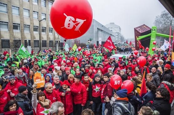 19 décembre, 40000 personnes ont manifesté à Bruxelles contre le projet de réforme des pensions  du gouvernement Michel-De Wever. (Photo Solidaire, Salim Hellalet)