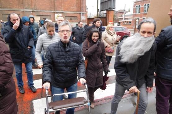 Action ludique des enseignants de l'Institut Saint-Joseph à La Louvière contre la réforme des pensions, le 1er février dernier. (Photo Solidaire)