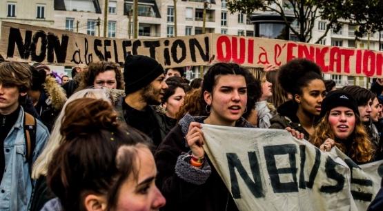 Le 22 mars dernier, les étudiants ont rejoint les travailleurs en lutte contre les plans de casse sociale du gouvernement français. (Photo Mouvement des jeunes communistes de France (MJCF))