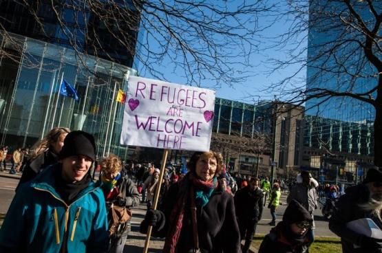 Le 25 février dernier, 10 000 personnes ont défilé à Bruxelles en solidarité avec tous les migrants et contre la criminalisation des citoyens et du monde associatif qui organisent la solidarité là où l'État n'est plus présent. (Photo Solidaire, Fabienne Pennewaert)