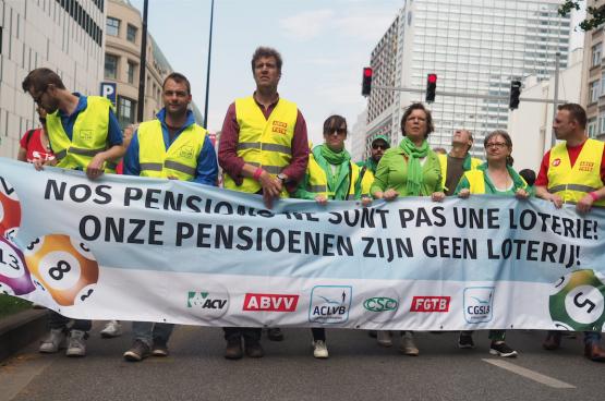 Le 16 mai dernier, plus de 70 000 personnes manifestaient contre la casse de nos pensions. Devant la mobilisation, le gouvernement a déjà reculé plusieurs fois. La mobilisation paie, et pas que dans ce cas-ci... (Photo Solidaire, Christoph Van Dyck)