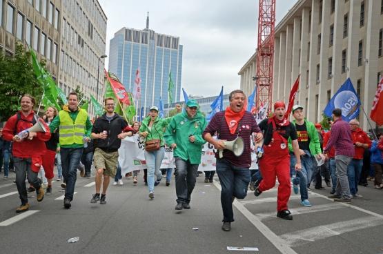 L'histoire sociale de la Belgique est faite d'entraves à la circulation. Des milliers. Elles ont permis d'installer un rapport de force, de « peser » sur le cours des choses… Ici, une manifestation en septembre 2016 contre la politique du gouvernement Michel-De Wever. (Photo Solidaire, Vinciane Convens)